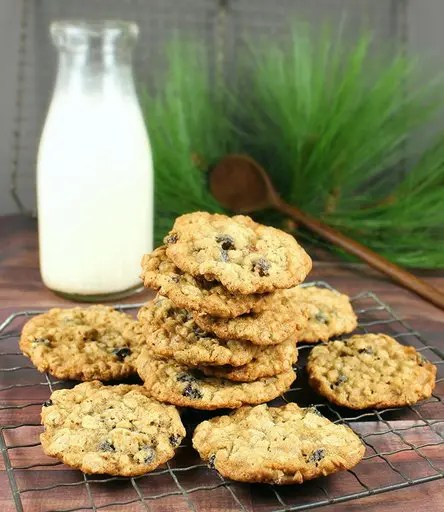 Recipe for Old-Fashioned Oatmeal Raisin Pecan Cookies