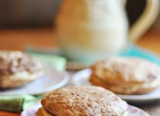 Recipe for Biscoff Buttercream Snickerdoodle Whoopie Pies