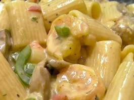 Shrimp and Andouille? Hmmm. Screams Creamy Cajun Rigatoni with Shrimp and Andouille to me! How about you? Oh, and if you like it super spicy, top with a dash of cayenne. Yummo! #cajun #pasta #dinnerideas #shrimp #sausage