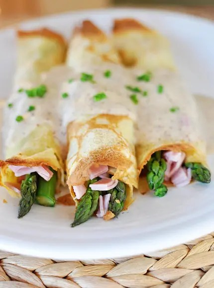 Recipe for Ham and Asparagus Crepes with Mornay Sauce