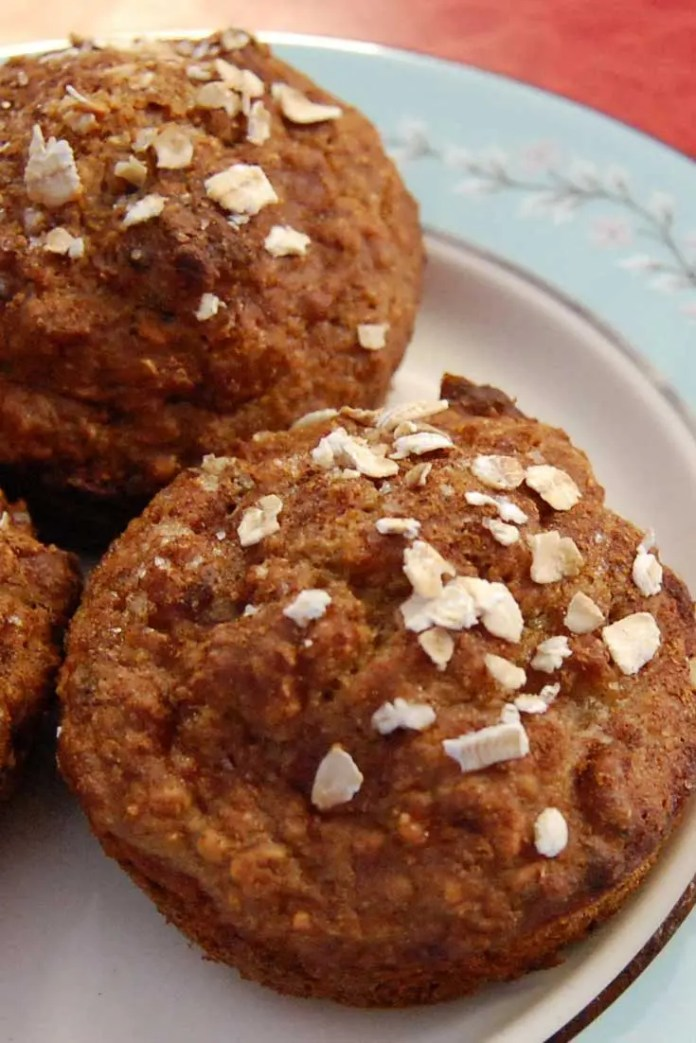 The children are crazy about theseLow-Fat Applesauce Muffins and they are usually unimpressed with my baking because they are not fans of the healthy substitutions I try. #bread #muffins #baking #lowfat