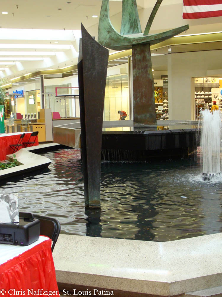 Jamestown Mall : jamestown, Central, Court, Sculpture,, Jamestown, Louis, Patina
