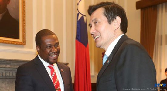Ma Ying-jeou, right, meets Alva Baptiste at the Presidential Office, Feb. 10. (Photo/CNA)