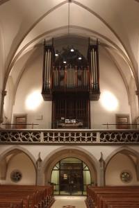 Orgelbühne mit Fleiter Orgel