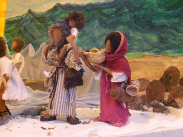 Maria Josef mit kl. Jesus auf den Schultern – vor dem See mit den Fischern