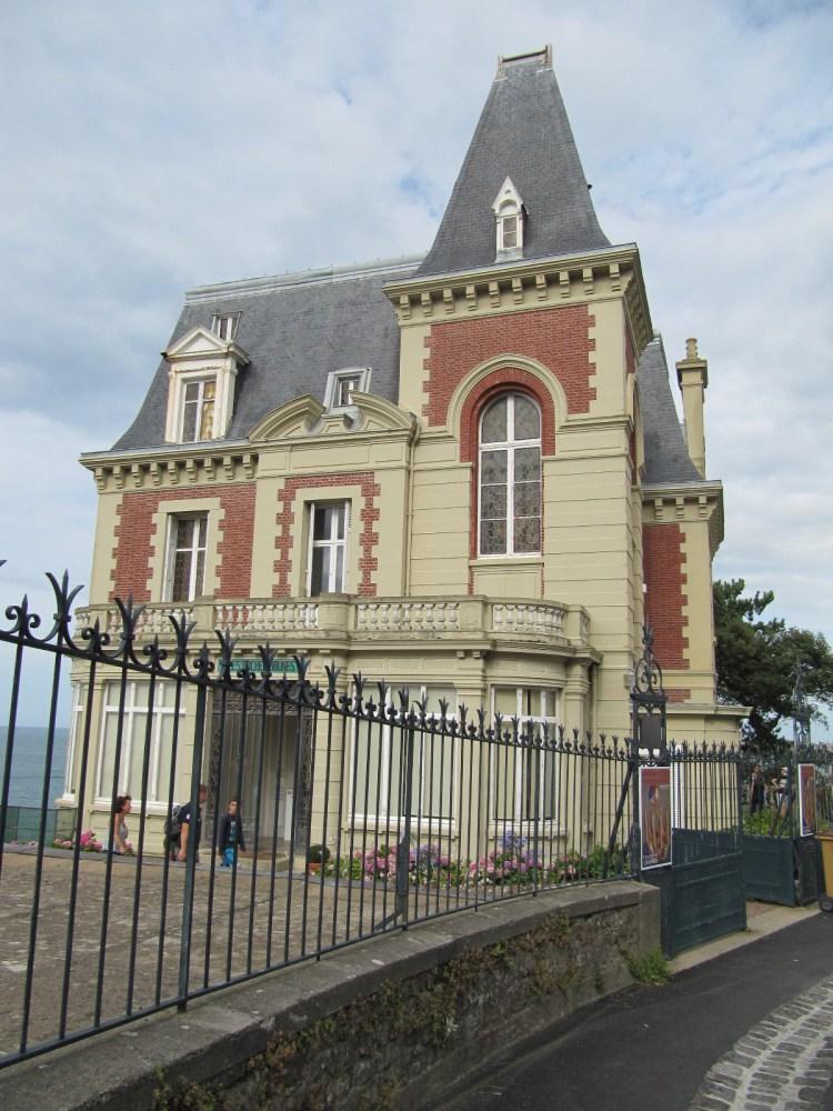 Mariano OTERO s'expose à la Villa Les Roches Brunes à DINARD (4/6)