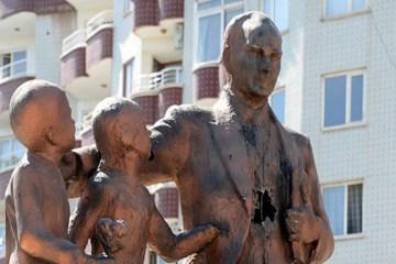 Man detained after attacking Atatürk statue with hammer in Turkey's Diyarbakır