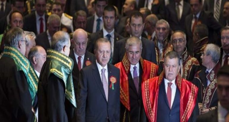 Turkey's new judges, prosecutors give Erdoğan standing ovation at palace ceremony