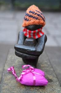 Самая маленькая скульптура в Стокгольме Железный мальчик