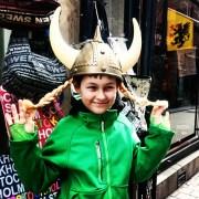 фото из Стокгольма в шлеме викинга