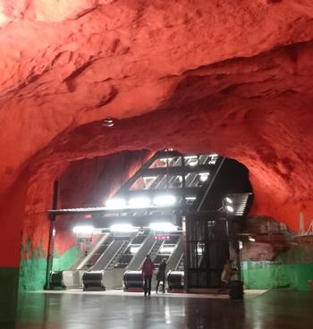 адская станция метро в стокгольме