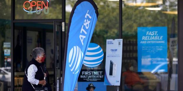 AT&T Stock Tumbled, and Director Stephen Luczo Scooped Up Shares