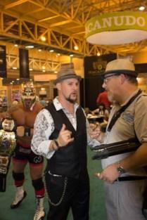El Luchador Gringo Photo Bomb!