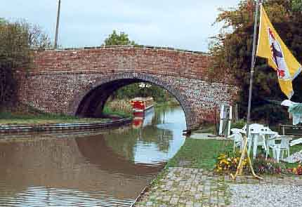 Canal bridge on the Ashby Canal, Stoke Golding