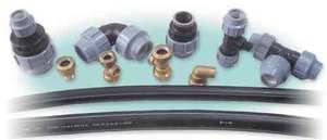 Полиэтиленовые трубы и фитинги для водопроводных систем.