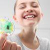 Pikny umiech, dziecko z aparatem ortodontycznym