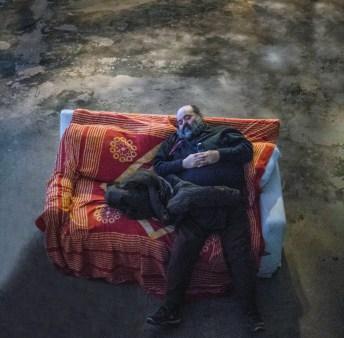 """Foto Giovanni Canitano - Francesco si riposa durante le prove dello spettacolo """"Cenerentola la parte mancante""""."""