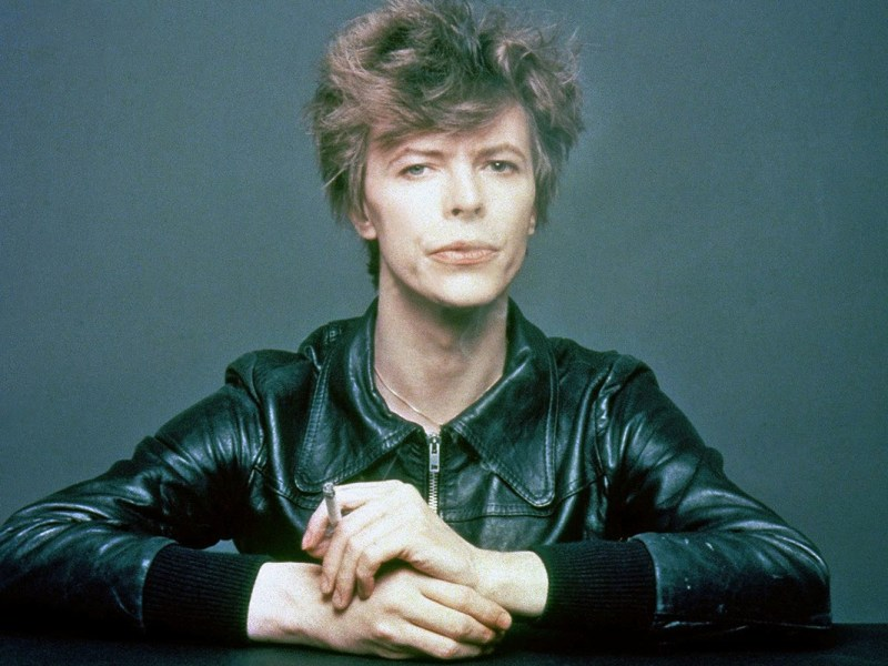 The-Outtakes-of-David-Bowies-Iconic-_Heroes_-Album-Cover-Shoot-3