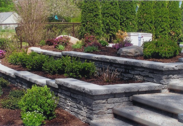 stone retaining wall landscaping