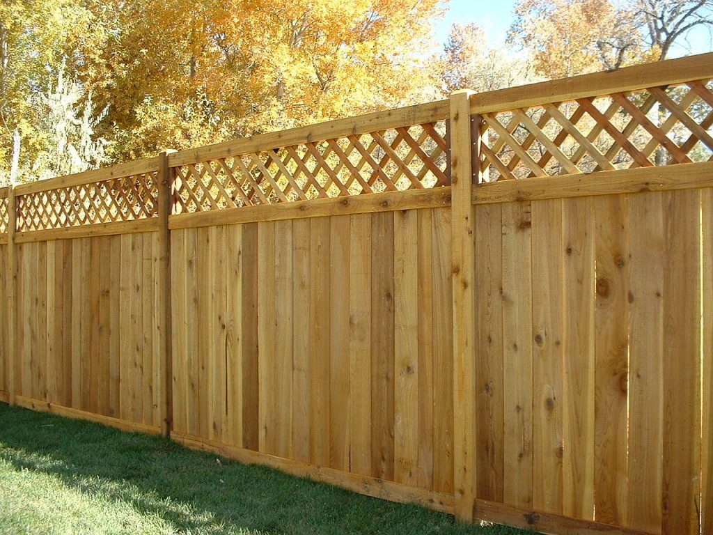 wooden fence contractor and