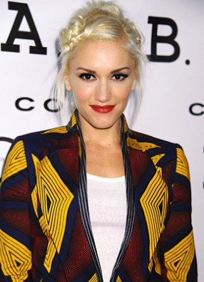 Effortless. White T. Gorgeous print jacket. Easy hair. Red lippy!