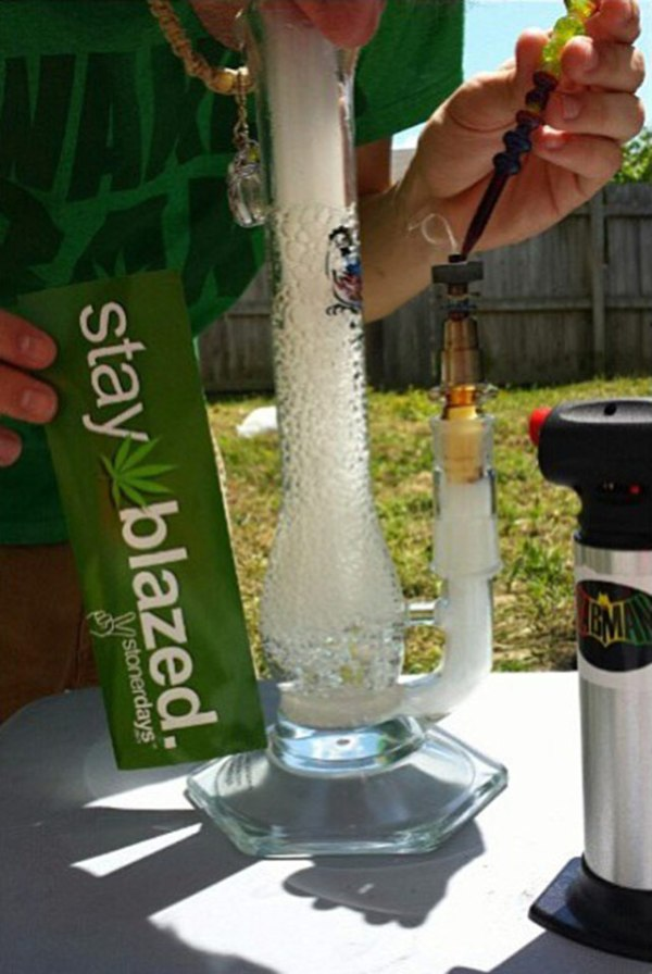 Weed Loves Bongs Stoner Pictures Updated Daily