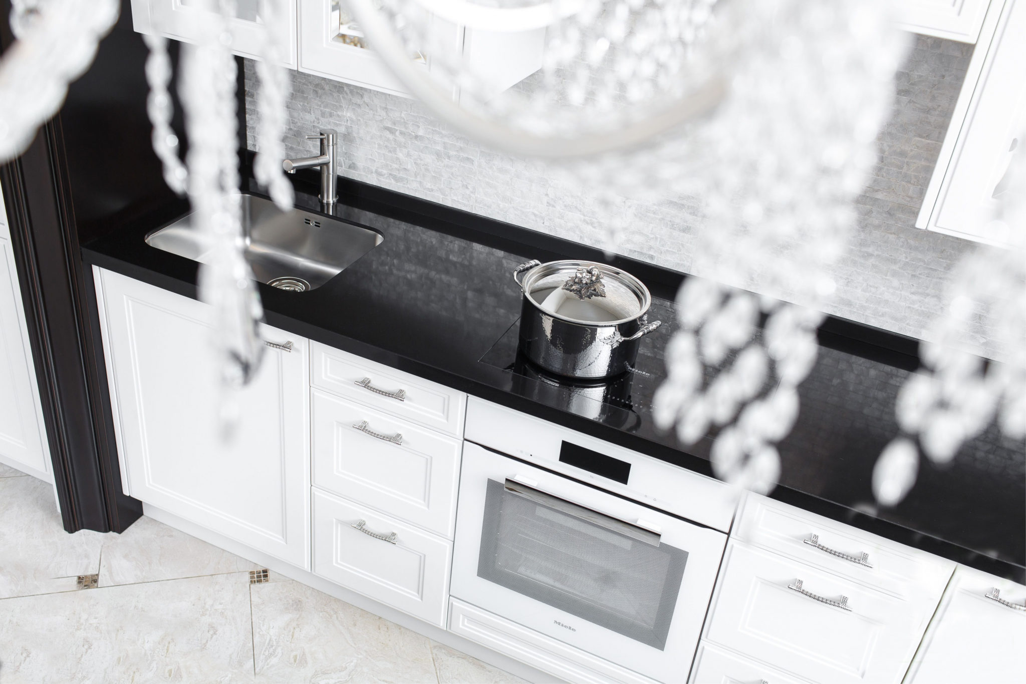 white kitchen with black quartz tristanr countertop from stone wizards