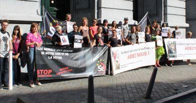 Manifestation contre l'expérimentation animale en face de l'Université de Liège 11 septembre 2018