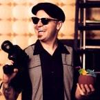 """GUILLEM PUIG Director (Barcelona, 1976) Ha sido montador de programas de TV, videoclips y documentales, ha realizado videoclips para bandas como """"The Last 3 Lines"""", """"69 Revoluciones"""", """"Ramón Aragall"""" o """"Gigante de Hierro"""". Por """"Fish Tank"""", de """"The Last 3 Lines"""", fue galardonado con los siguientes premios: - XIV Festival de Cine de Zaragoza (2009) – Mejor Videoclip. - FIVECC 10 (2010) - Premio FIVECC BE YOUR PLACE. - MUSICLIP 2010 Festival internacional de videoclips de Barcelona – Mejor videoclip nuevos talentos. Además de su trabajo como freelance en el mundo audiovisual, como realizador, editor, guionista, etc. trabaja también como coordinador y seleccionador en el Antic Horror Picture Show, festival de cortometrajes fantásticos y de terror organizado por Antic Teatre Barcelona, que ya va por su sexta edición. En el campo de la educación es colaborador habitual de FX Animation Barcelona 3D School y FX Estudio de Cine Barcelona Film School. Es también cantante y letrista en The Fantabulous Míticos. Su último trabajo como realizador es el cortometraje """"Ultimatum"""", una comedia romántica de ciencia ficción catastrofista, que esta a punto de comenzar su andadura por el circuito de festivales."""