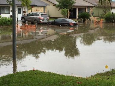 Flash flooding in a neighborhood where storm drains were blocked by construction debris. (Image: Adolfo Romero)