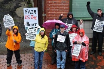 FairPoint workers on strike in the fall of 2014. (Image: Labor Notes)