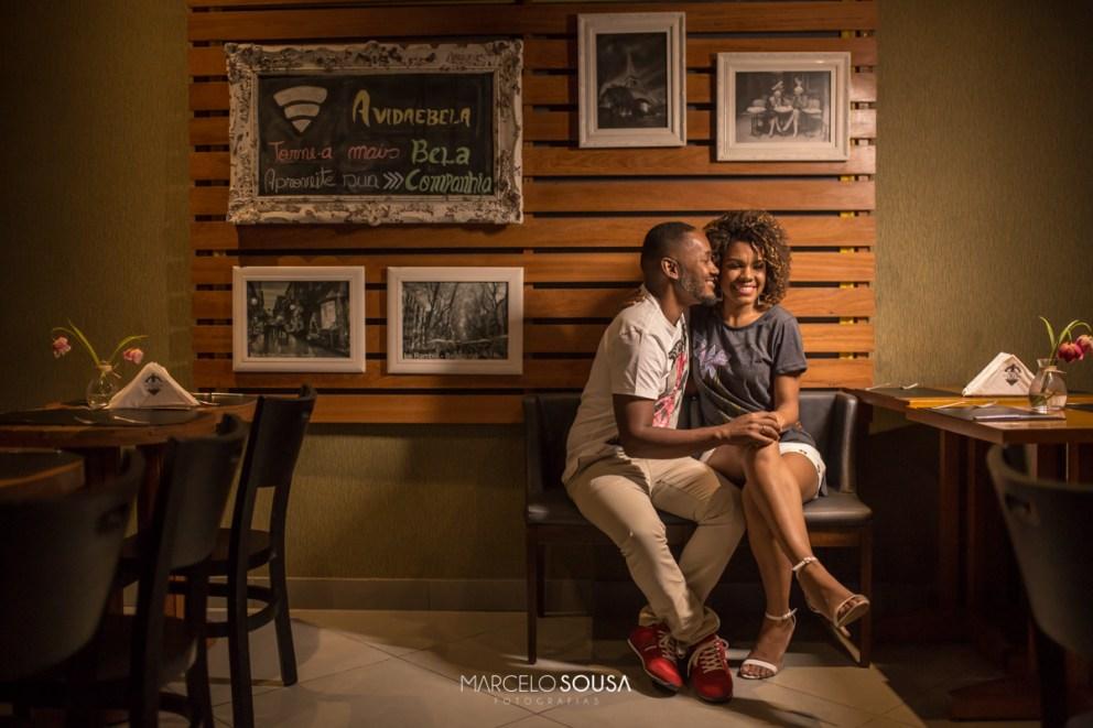casal no bar calles em Aracaju decoração de ensaio