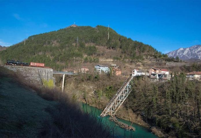 Vrijednost projekta je 1.200.000 KM - Izvađen posljednji dio mosta Bitka na Neretvi