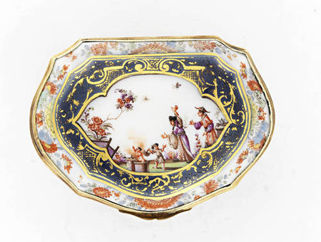A_Meissen_silver_gilt_mounted_underglaze_blue_ground_snuff_box__circa_17402