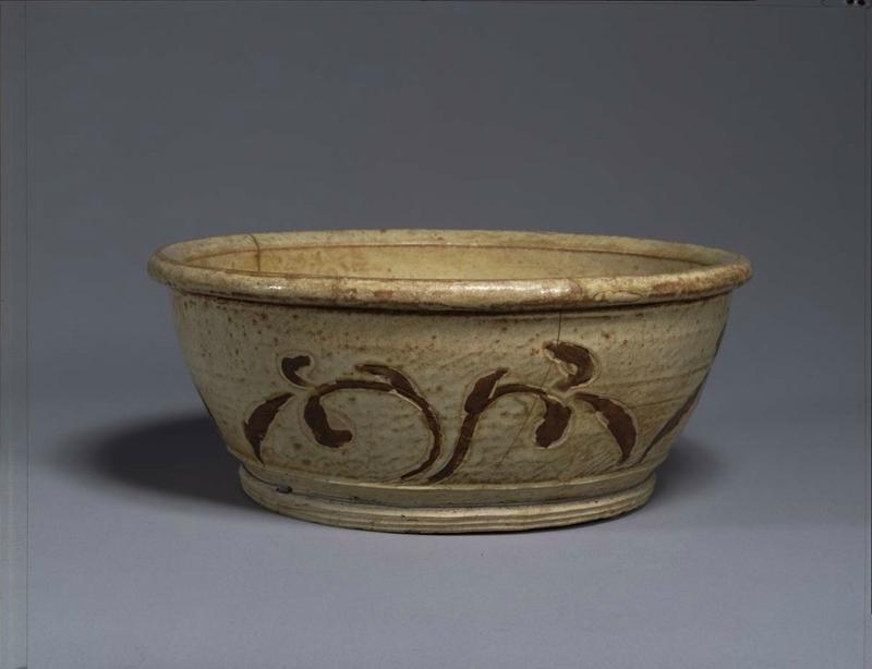 Basin, Vietnam, Trân dynasty (13th – 14th century) Ivory glaze and inlaid-brown vegetal design H