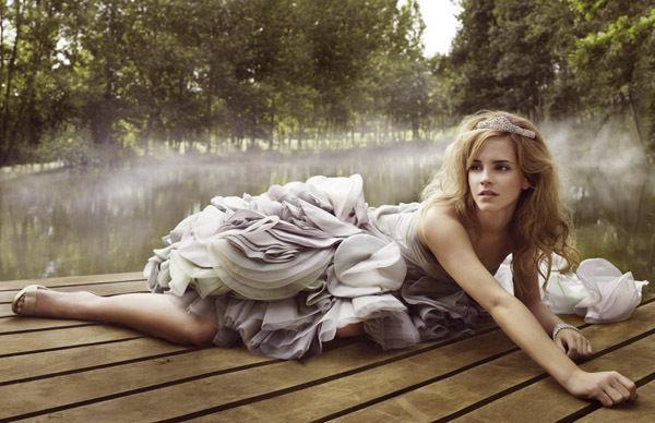 Emma_Watson_Photoshoot_042_Vogue_Italia_Mark_Seliger_2008_anichu90_16860228_600_388