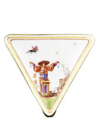 A_gold_mounted_triangular_snuff_box__19th_century3