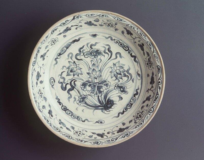 Stoneware dish, Vietnam, early 1400s