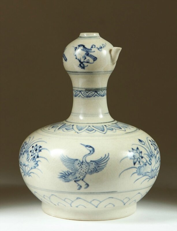 Fine Vietnamese Porcelain Double Gourd Spouted Bottle, late 15th-early 16th Century