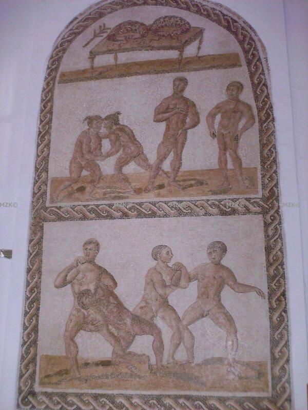 quatre couples de luteurs aux prises caldarium des grands thermes de thyna sfax fin 2ème