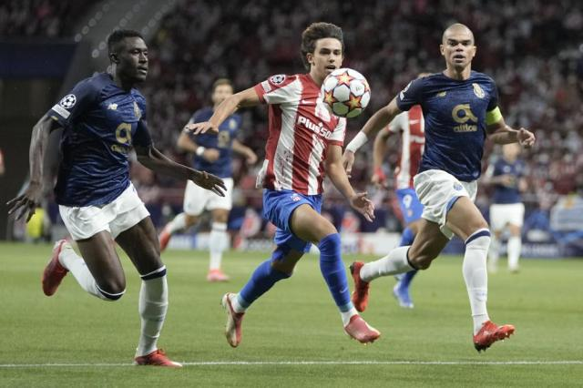 Atletico Madrid's Joao Felix, center, follows the ball during the Champions League Group B soccer match between Atletico Madrid and Porto at Wanda Metropolitano stadium in Madrid, Spain, Wednesday, Sept. 15, 2021. (AP Photo/Manu Fernandez)