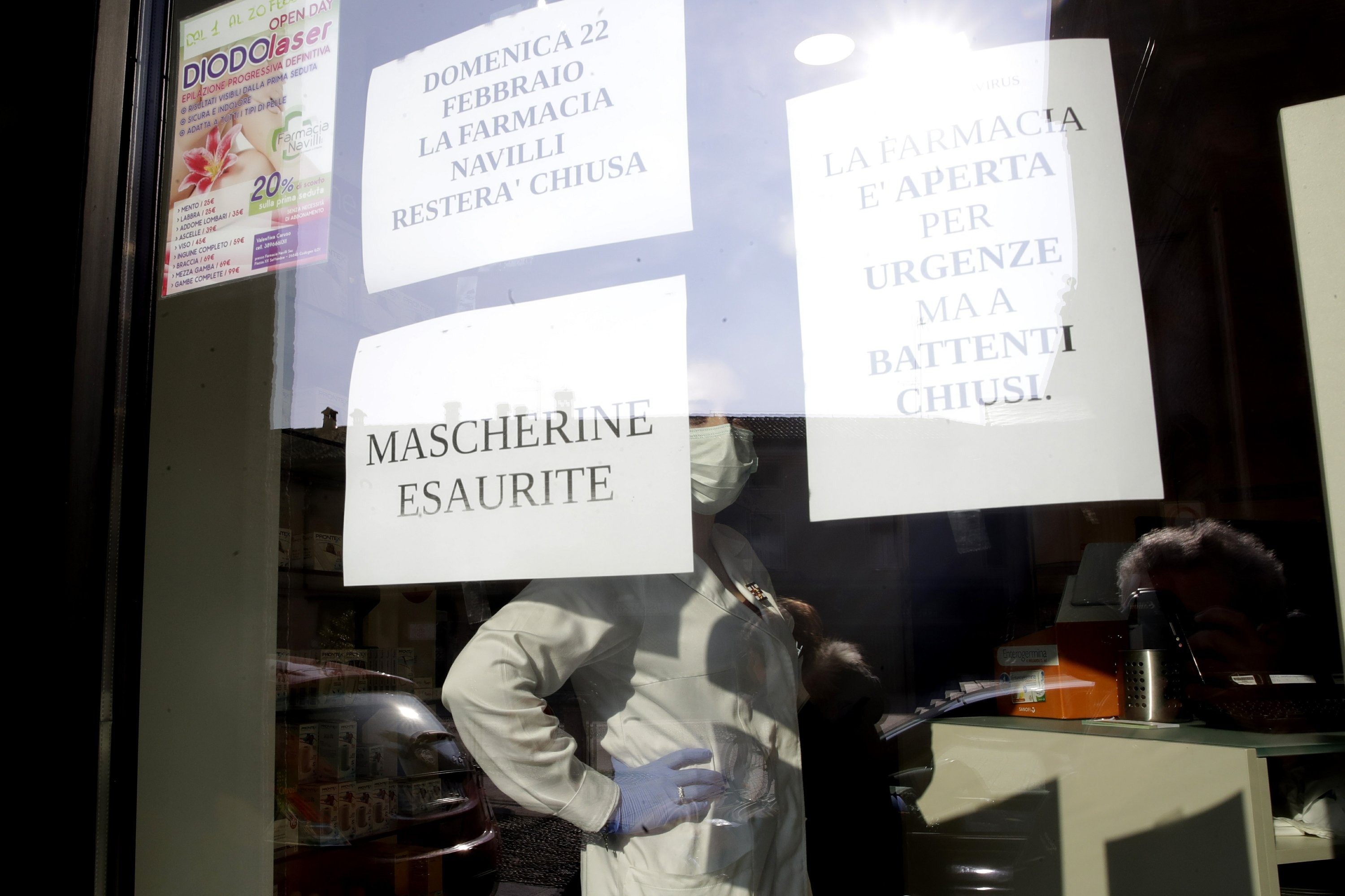 Italy towns close down amid virus case clusters, 2 deaths