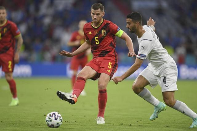 Belgium's Jan Vertonghenm left, challenges for the ball with Italy's Leonardo Spinazzola during a Euro 2020 soccer championship quarterfinal match between Belgium and Italy at the Allianz Arena in Munich, Germany, Friday, July 2, 2021. (Andreas Gebert/Pool Photo via AP)