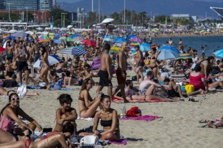 Police Close Packed Barcelona Beach Amid New Wave of Coronavirus Cases