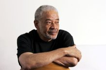 """Bill Withers, Hall of Fame Soul Singer Behind Enduring Hits Such as """"Lean on Me"""" and """"Lovely Day"""", Dead at 81"""