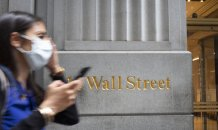 A look at how Wall Street has flourished while Main Street struggles
