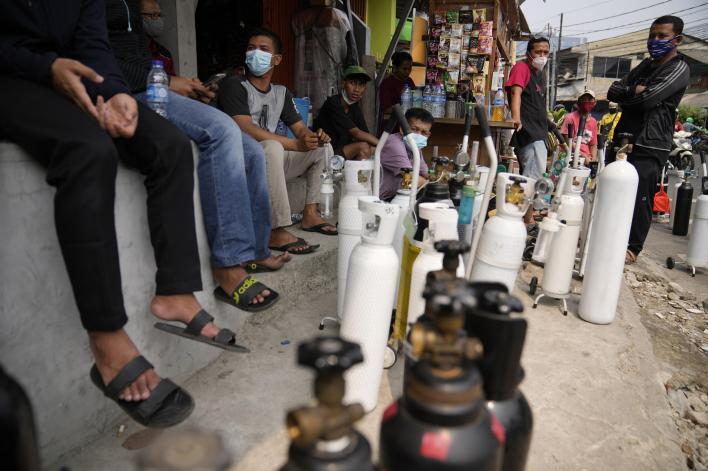 indonesia seeks more oxygen for covid-19 sick amid shortage