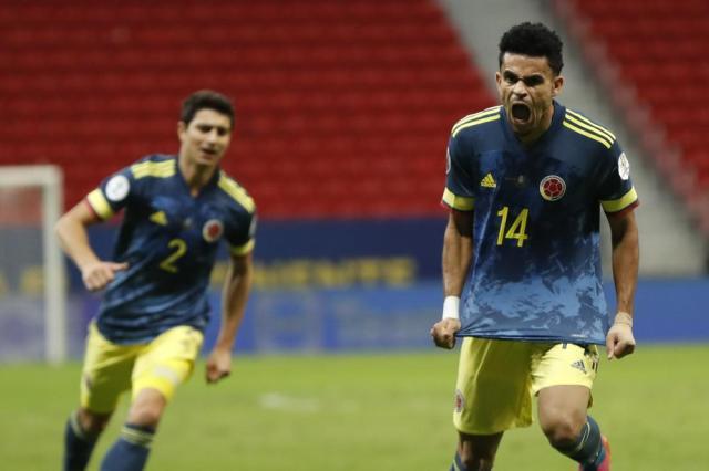 Luis Fernando Díaz (14), de la selección de Colombia, festeja tras conseguir el tercer tanto del encuentro ante Perú, por el tercer puesto de la Copa América, el viernes 9 de julio de 2021, en Brasilia (AP Foto/Andre Penner)