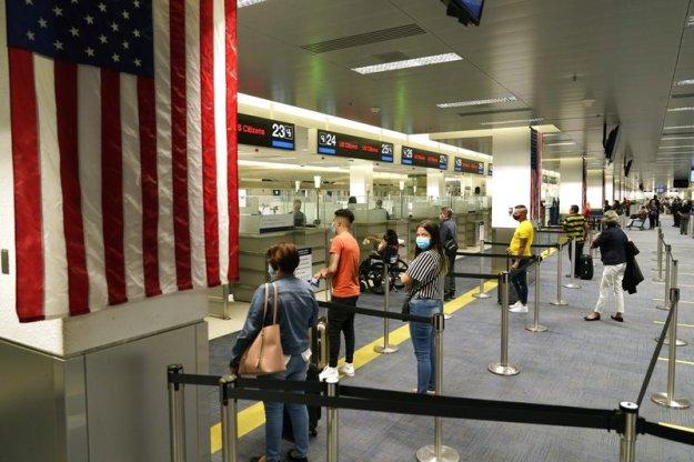 EEUU: Pese a pandemia, millones planean viajar por feriado