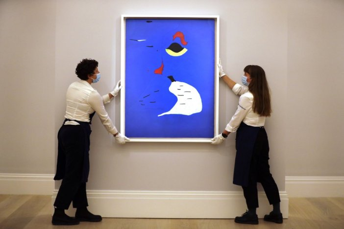 """""""Peinture (Femme au chapeau rouge)"""" obra de Miró de 1927, foi arrematada por US$ 28.9 milhões"""